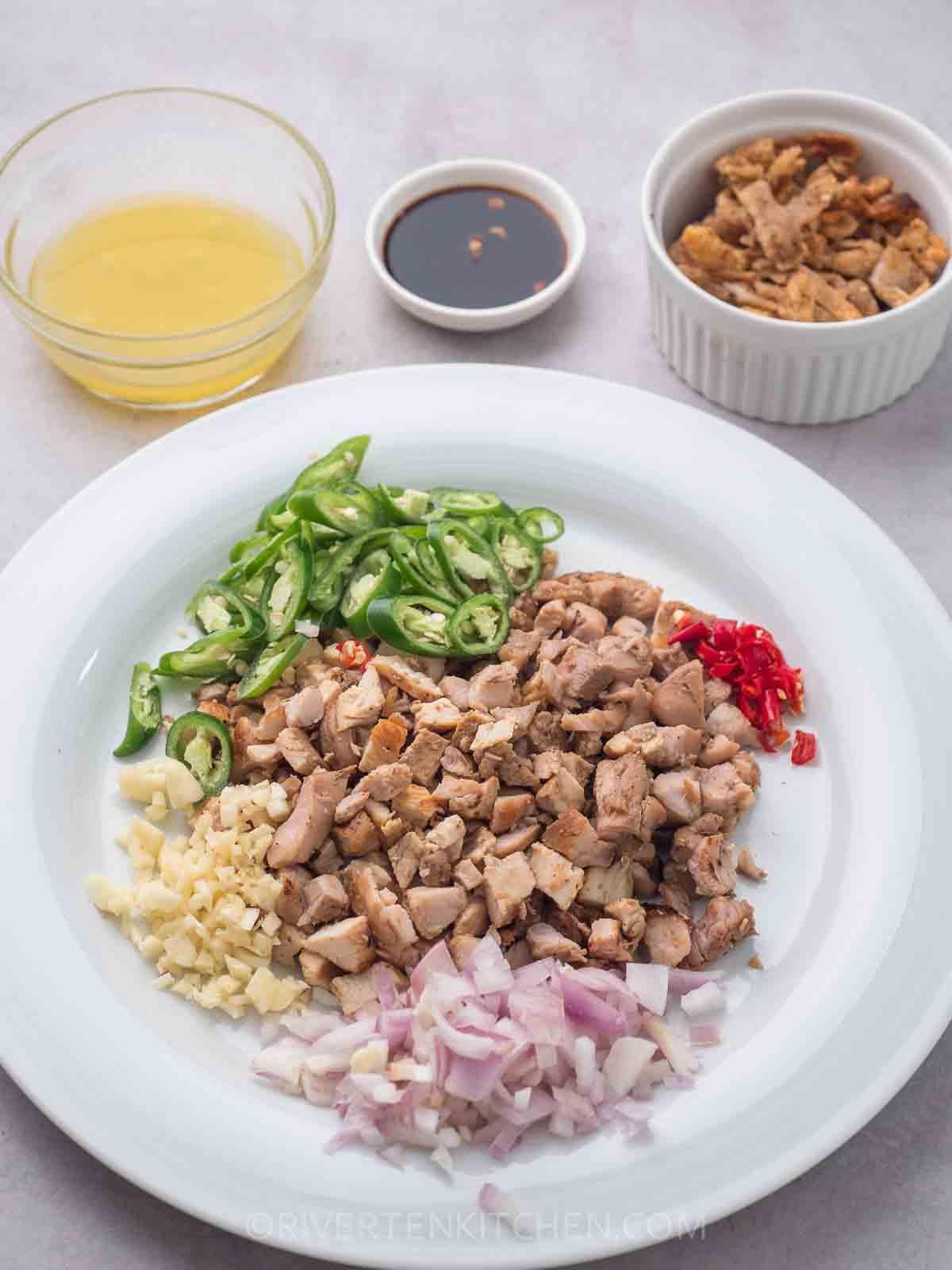 Chicken, garlic, onion, calamansi, green chili, liquid seasoning