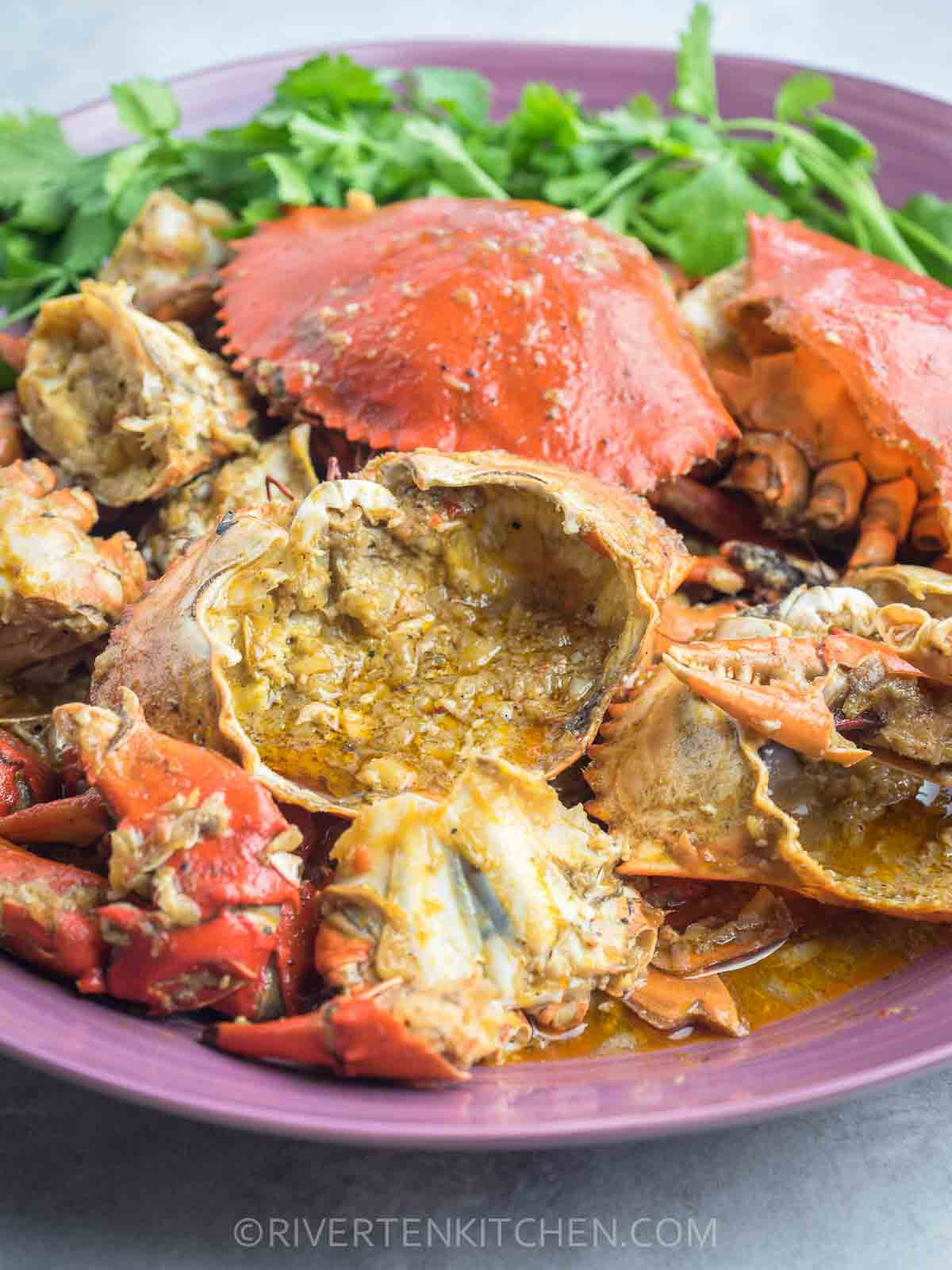 Crab In Garlic And Butter Sauce